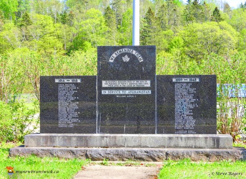Cenotaph Perth-Andover0542