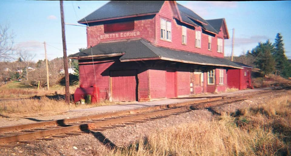 Burtts Corner Railroad Station 01