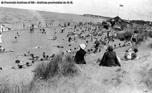 Crowded-beach-at-Shediac-P61-60