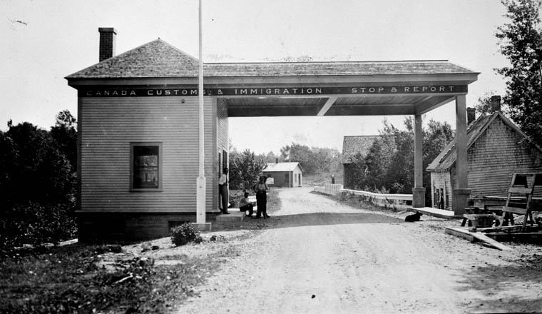 Customs_-Immigration-Bldg-Forest-City-1931