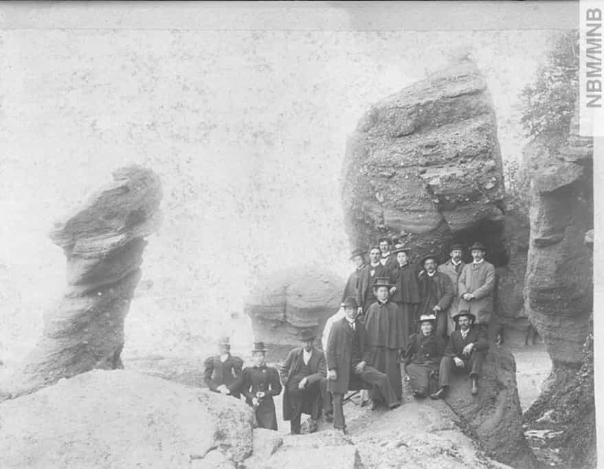 Group-at-Hopewell-Cape-1895-40331