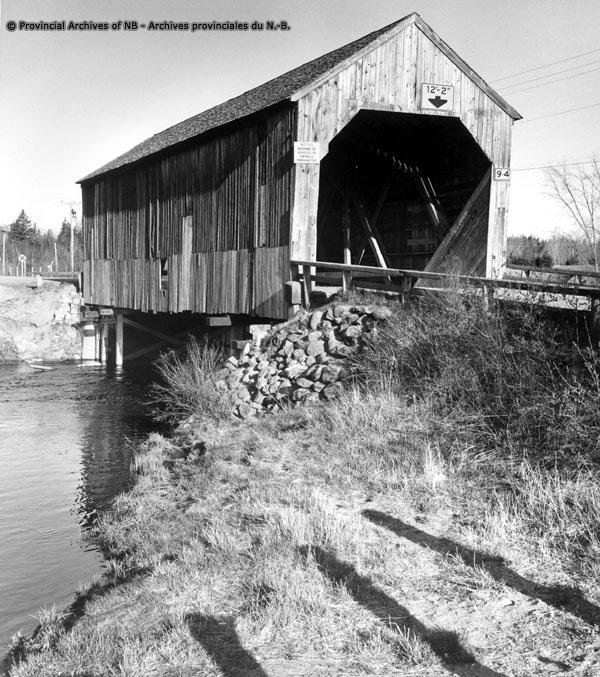 Maxwell Crossing covered bridge Dennis Stream Charlotte Co 1974 - P173-70