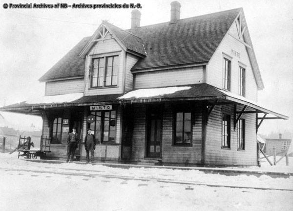 Railway station at Minto