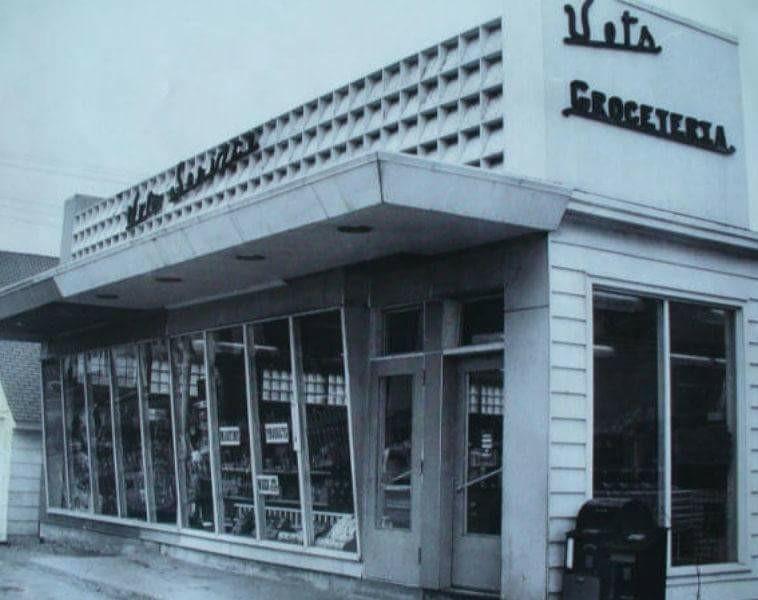 Vets Grocery Store in Sunshine Gardens.
