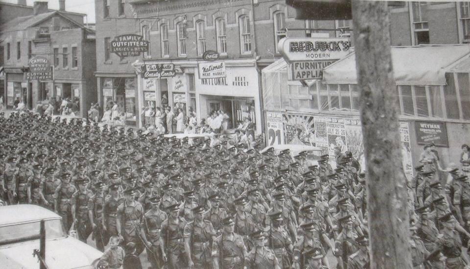 WW11 parade, Queen