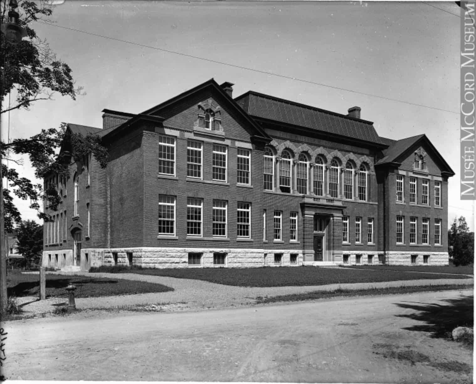 fisher-memorial-school-woodstock