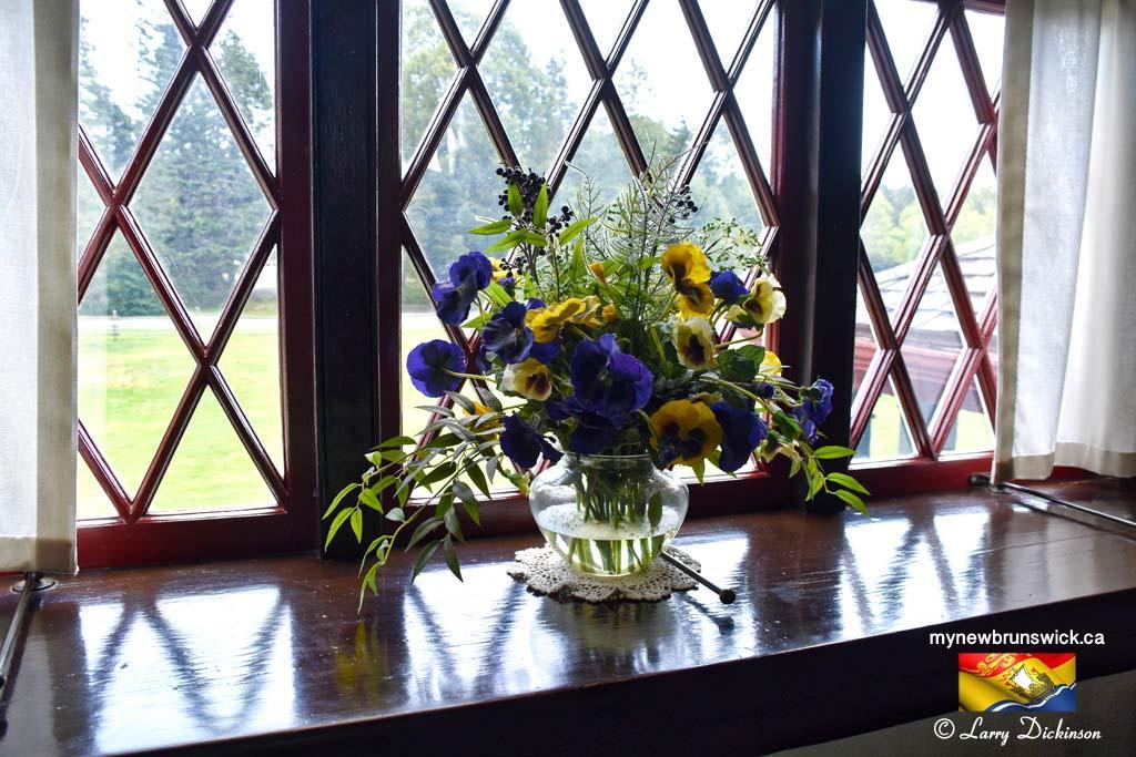 Flowers in Window Roosevelt Cottage©LDD_6482