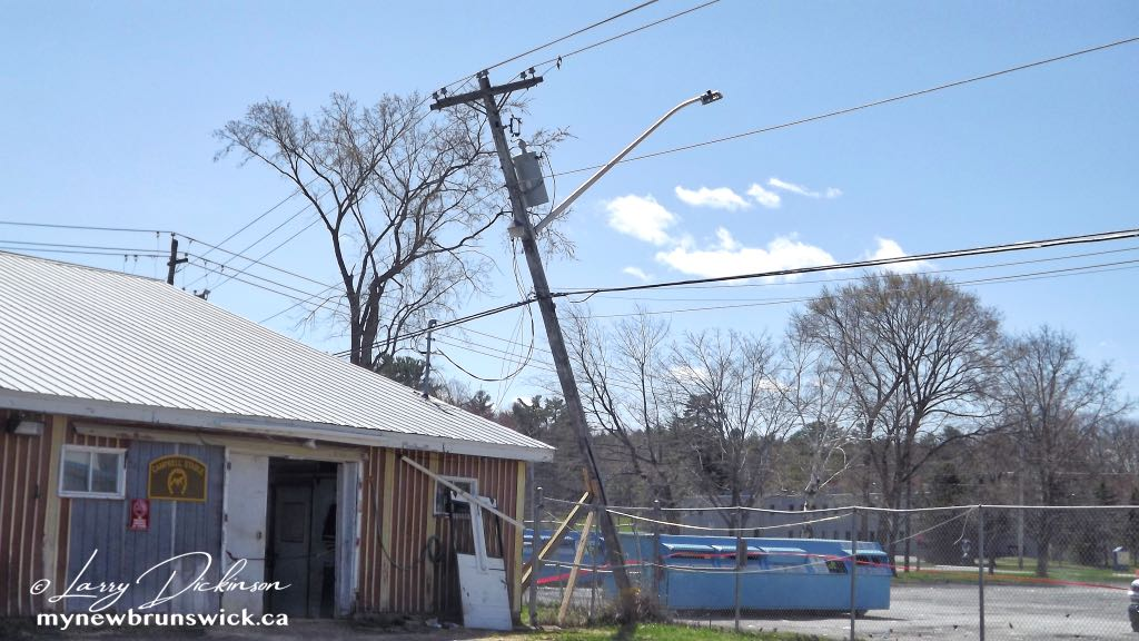 Windy Power Pole ©LDD2121