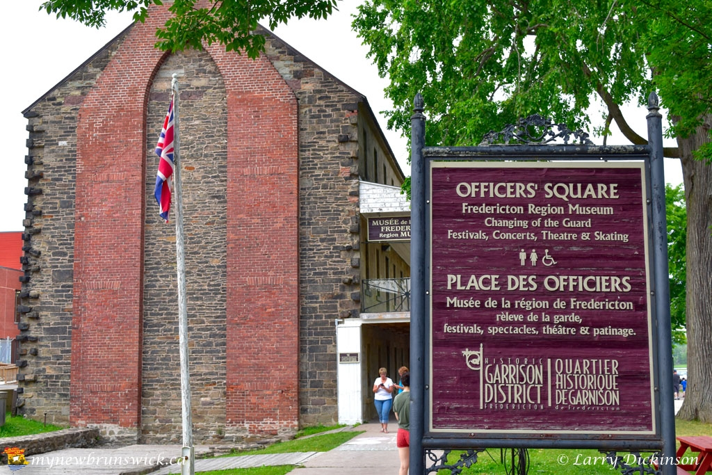 officers_square02