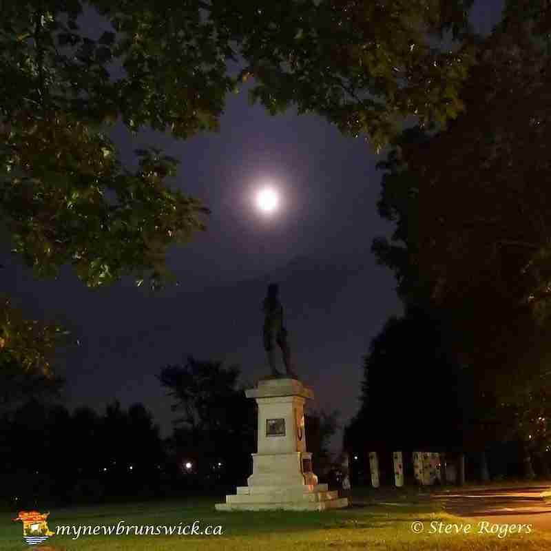 Robbie Burns Statue by moonlight