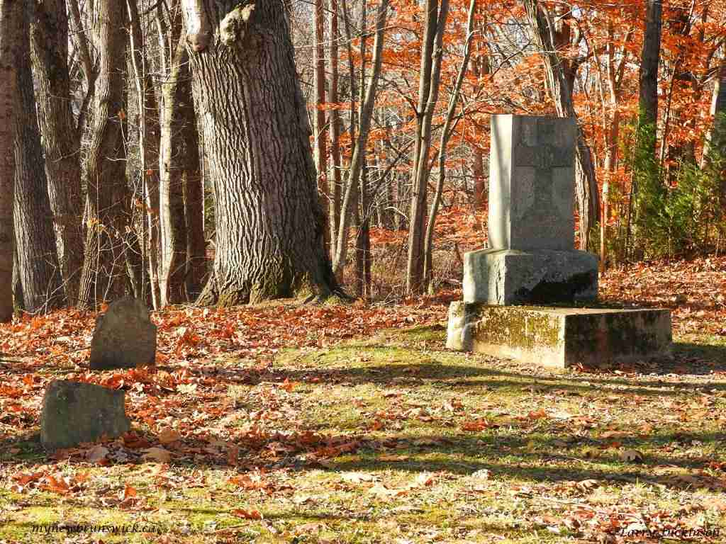 loyalist cemetery 001