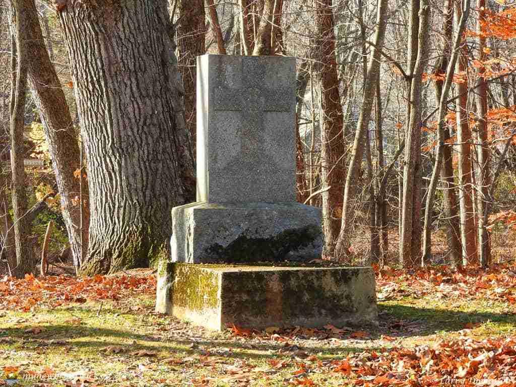 loyalist cemetery 004