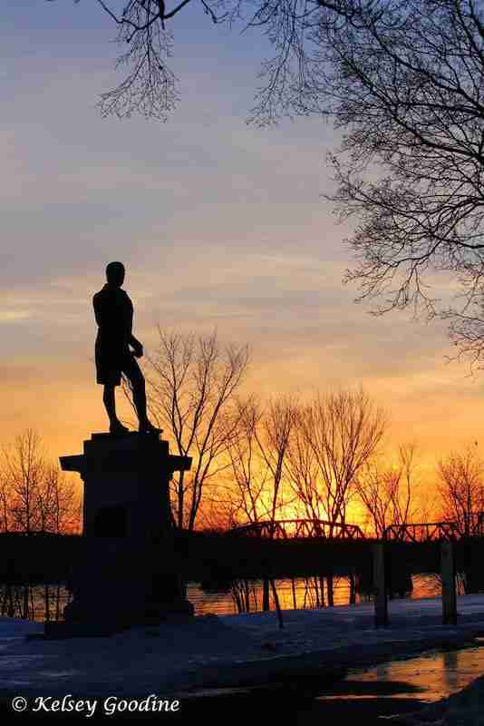 Robbie Burns Statue at sunrise