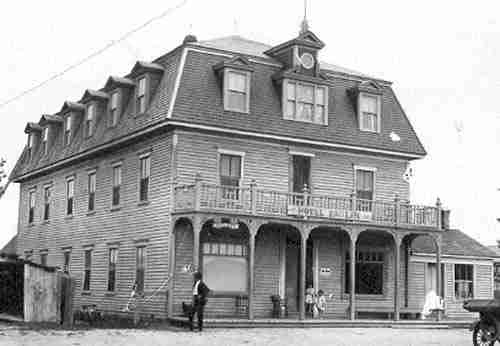 Front façade, looking northeast. Photo taken circa 1930. Fidèle Thériault Collection.